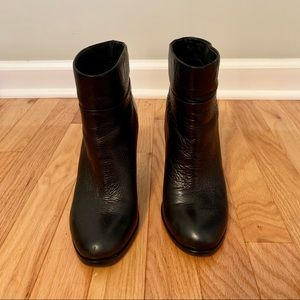 Kenneth Cole black leather boots size 7.